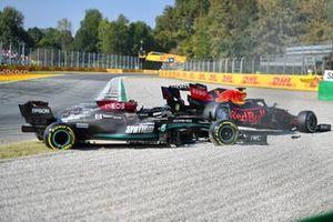 Secuencia del choque de Lewis Hamilton, Mercedes W12 y Max Verstappen, Red Bull Racing RB16B