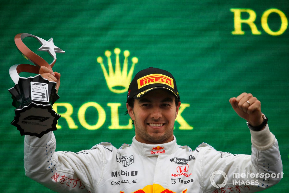 Podio: tercer lugar Sergio Pérez, Red Bull Racing
