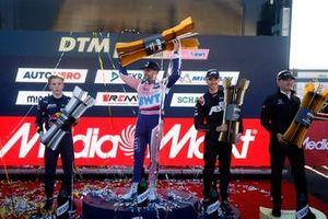 Le Champion Maximilian Götz, Haupt Racing Team, le deuxième Liam Lawson, AF Corse, le troisième Kelvin van der Linde, Abt Sportsline, Stefan Wendl, Head of AMG Customer Racing sur le podium du championnat