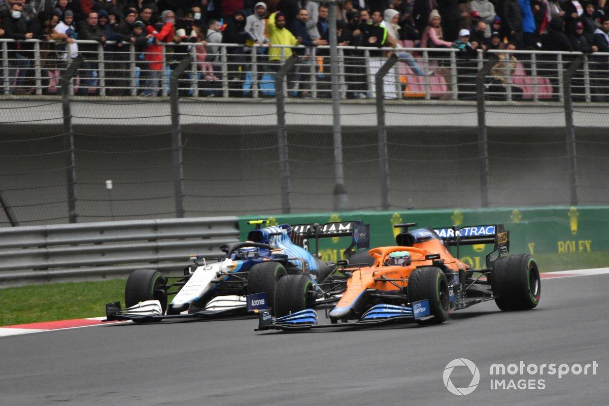 Daniel Ricciardo, McLaren MCL35M, Nicholas Latifi, Williams FW43B