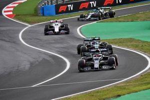 Yuki Tsunoda, AlphaTauri AT02, Sebastian Vettel, Aston Martin AMR21, Mick Schumacher, Haas VF-21, and Lance Stroll, Aston Martin AMR21