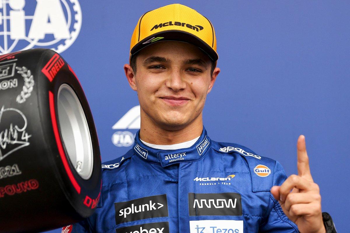 Il poleman Lando Norris, McLaren, con il Pirelli Pole Position Award