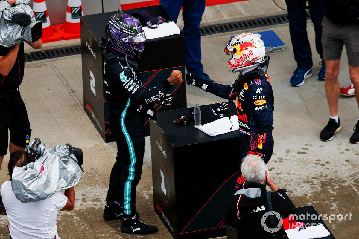 Lewis Hamilton, Mercedes, 1a posizione, e Max Verstappen, Red Bull Racing, 2a posizione