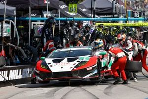 #1: Paul Miller Racing Lamborghini Huracan GT3, GTD: Madison Snow, Bryan Sellers, pit stop