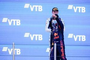 Le Champion Dennis Hauger, Prema Racing fête sur le podium avec Victor Martins, MP Motorsport