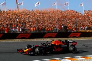 Race Winner Max Verstappen, Red Bull Racing RB16B waves to his fans