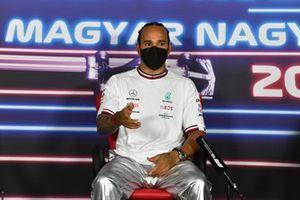 Обладатель поула Льюис Хэмилтон, Mercedes F1, на пресс-конференции