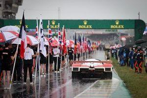 Trofeo con una Toyota d'epoca