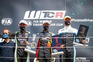 Podio: Ganador de la carrera Gilles Magnus, Comtoyou Team Audi Sport Audi RS 3 LMS, segundo lugar Mikel Azcona, Zengo Motorsport CUPRA León Competición, tercer lugar Yann Ehrlacher, Cyan Racing Lynk & Co Lynk & Co 03 TCR