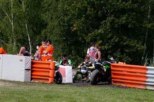 Jayson Uribe, TPR Team Pedercini Racing y Alessandro Delbianco, MIE Racing Honda Racing después de la caída
