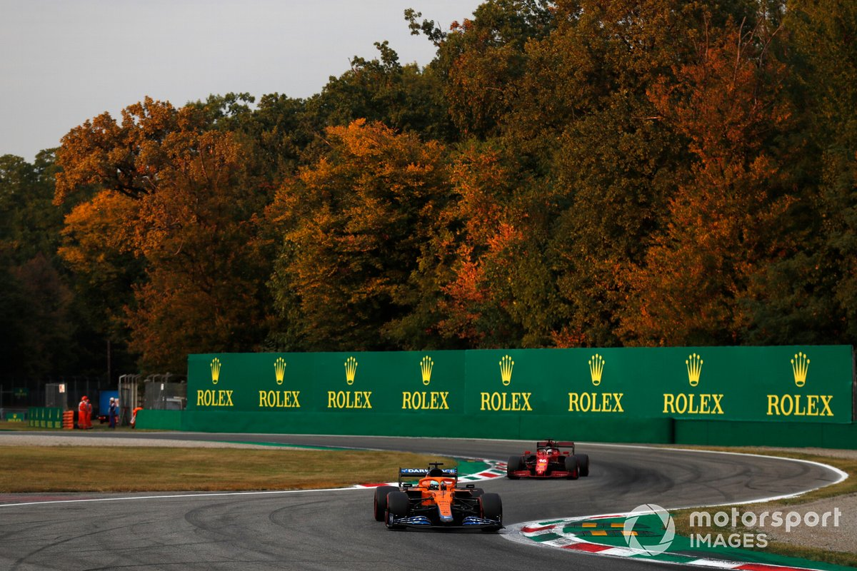 Daniel Ricciardo, McLaren MCL35M, Charles Leclerc, Ferrari SF21