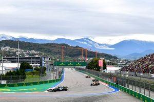 Lance Stroll, Aston Martin AMR21, Daniel Ricciardo, McLaren MCL35M e Lewis Hamilton, Mercedes W12