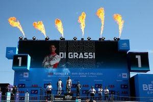 Podium: Racewinnaar Lucas Di Grassi, Audi Sport ABT Schaeffler, tweede plaats Edoardo Mortara, Venturi Racing, derde plaats Mitch Evans, Jaguar Racing
