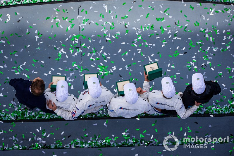#24 BMW Team RLL BMW M8 GTE: Jesse Krohn, John Edwards, Augusto Farfus, Chaz Mostert celebrate the victory