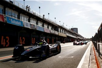Oliver Rowland, Nissan e.Dams, Nissan IMO2 exits the pit lane