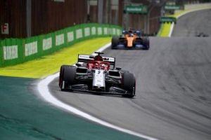 Kimi Raikkonen, Alfa Romeo Racing C38, leads Carlos Sainz Jr., McLaren MCL34