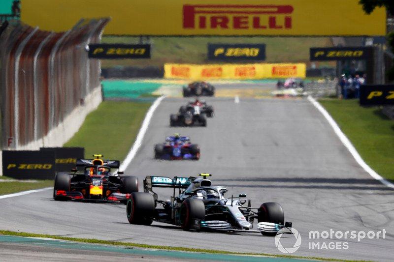 Valtteri Bottas, Mercedes AMG W10, Alexander Albon, Red Bull RB15