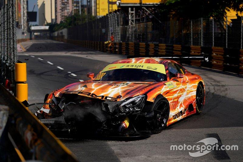 La voiture #888 Mercedes-AMG Team GruppeM Racing Mercedes AMG GT3: Maro Engel