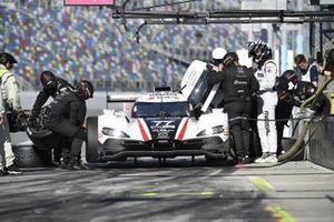 #77 Mazda Team Joest Mazda DPi, DPi: Oliver Jarvis, Tristan Nunez, Olivier Pla pit stop