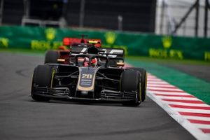 Kevin Magnussen, Haas F1 Team VF-19, leads Sebastian Vettel, Ferrari SF90