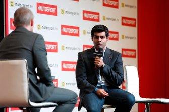 Presenter Stuart Codling talks to Karun Chandhok on the Autosport stage