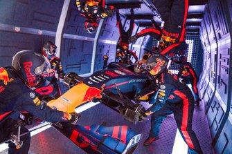 Red Bull Racing réalise un arrêt au stand en apesanteur