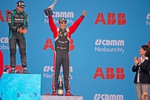 Sébastien Buemi, Nissan e.Dams, 3rd position, celebrates on the podium