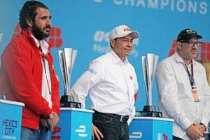 Los trofeos que esperan a los pilotos en el podio