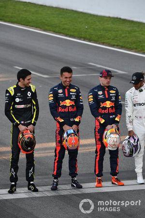 Esteban Ocon, Renault F1, Alexander Albon, Red Bull Racing, Max Verstappen, Red Bull Racing, and Lewis Hamilton, Mercedes-AMG Petronas F1 line up on the grid