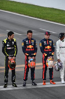 Esteban Ocon, Renault F1, Alexander Albon, Red Bull Racing, Max Verstappen, Red Bull Racing, and Lewis Hamilton, Mercedes-AMG Petronas F1 line up on the grid