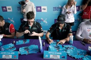 James Calado, Jaguar Racing, Mitch Evans, Jaguar Racing signs autographs