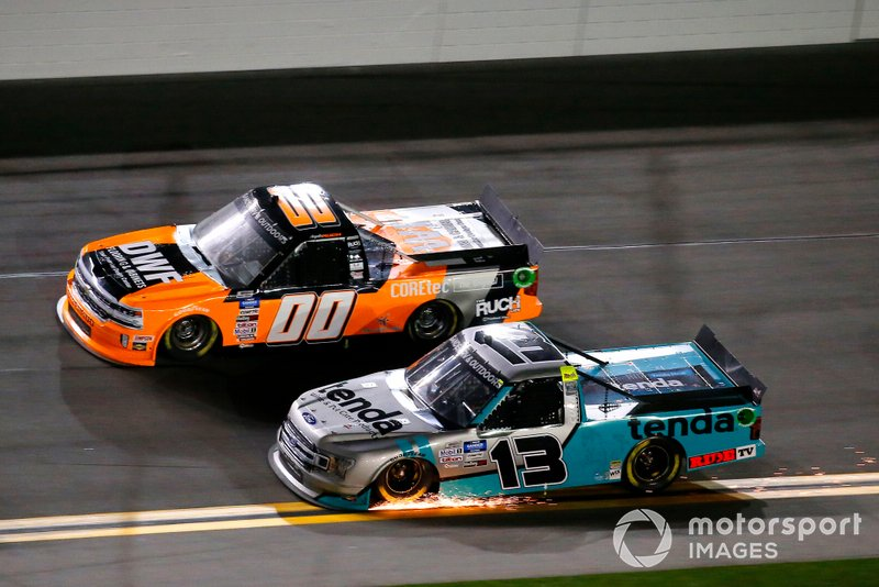 Johnny Sauter, ThorSport Racing, Ford F-150 Tenda and #00:Angela Ruch, Reaume Brothers Racing, Chevrolet Silverado DWF Flooring/Cabinets
