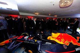 Invitados con el Red Bull Racing RB15
