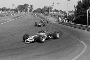 Graham Hill, Lotus 49, Chris Amon, Ferrari 312/67, Jack Brabham, Brabham BT24