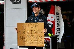 Nicholas Latifi, Williams Racing, holds a message for George Russell, Williams Racing