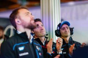 Ian James, Team Principal, Mercedes-Benz EQ, applaudit Nyck De Vries, Mercedes Benz EQ