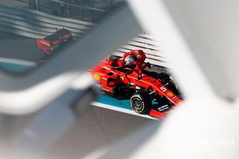 Sebastian Vettel, Ferrari SF90, esce dalla sua monoposto, dopo l'incidente