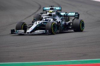 Valtteri Bottas, Mercedes AMG W10, en Lewis Hamilton, Mercedes AMG F1 W10