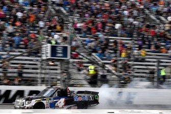 Ganador Todd Gilliland, Kyle Busch Motorsports, Toyota Tundra Mobil 1