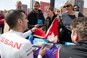 Sébastien Buemi, Nissan e.Dams signs autographs