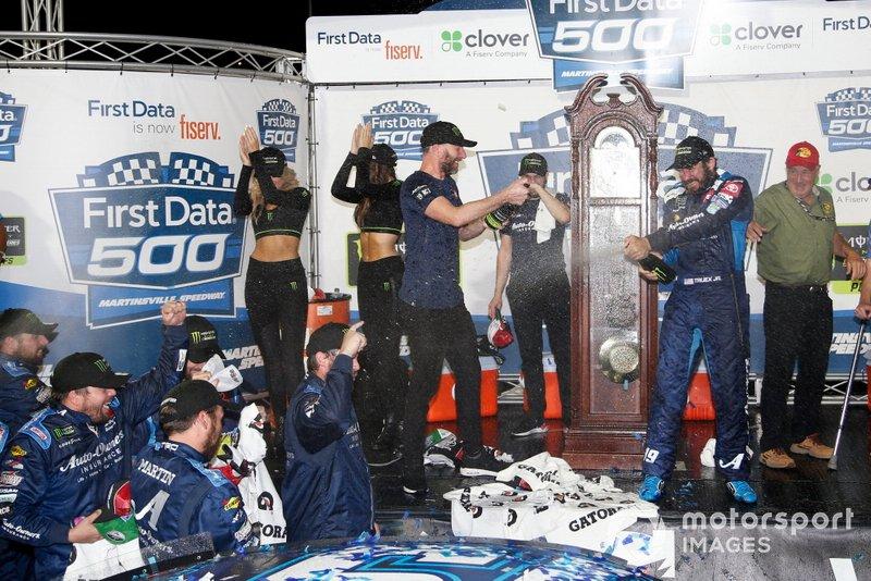 Ganador Martin Truex Jr., Joe Gibbs Racing, Toyota Camry Auto Owners Insurance