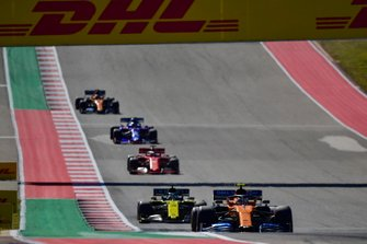 Lando Norris, McLaren MCL34, leads Daniel Ricciardo, Renault R.S.19