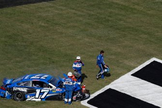 Ricky Stenhouse Jr., Roush Fenway Racing, Ford Mustang Fastenal, crash