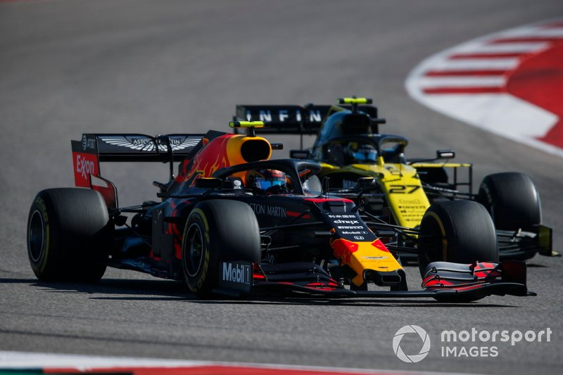 Alex Albon, Red Bull Racing RB15, al frente de Nico Hulkenberg, Renault F1 Team R.S. 19