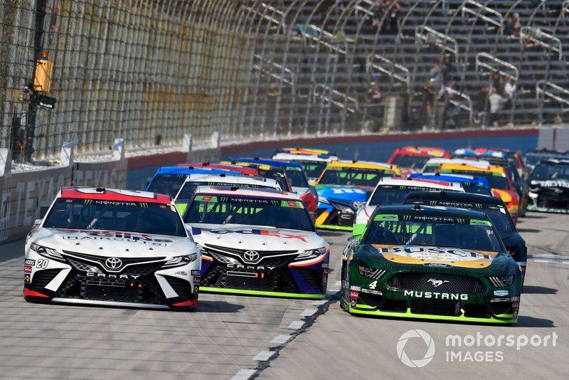 Erik Jones, Joe Gibbs Racing, Toyota Camry Sport Clips and Kevin Harvick, Stewart-Haas Racing, Ford Mustang Busch Beer / Ducks Unlimited