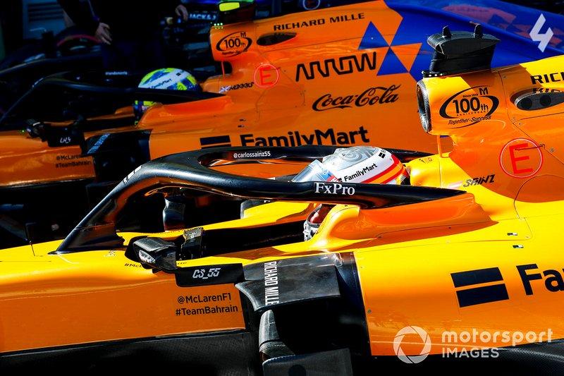 Carlos Sainz Jr., McLaren MCL34, e Lando Norris, McLaren MCL34, arrivano nel parco chiuso, dopo le Qualifiche