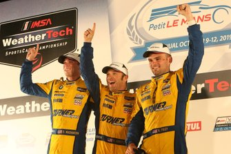 I vincitori GTD #96 Turner Motorsport BMW M6 GT3: Bill Auberlen, Robby Foley, Dillon Machavern