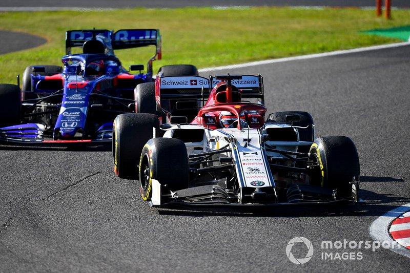 Кими Райкконен, Alfa Romeo Racing C38, и Даниил Квят, Scuderia Toro Rosso STR14