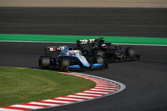 George Russell, Williams Racing FW42, leads Romain Grosjean, Haas F1 Team VF-19