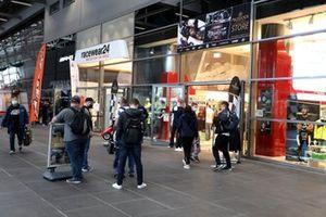 Fans auf dem Ring-Boulevard am Nürburgring